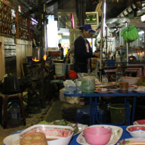 Late night street food in Bangkok